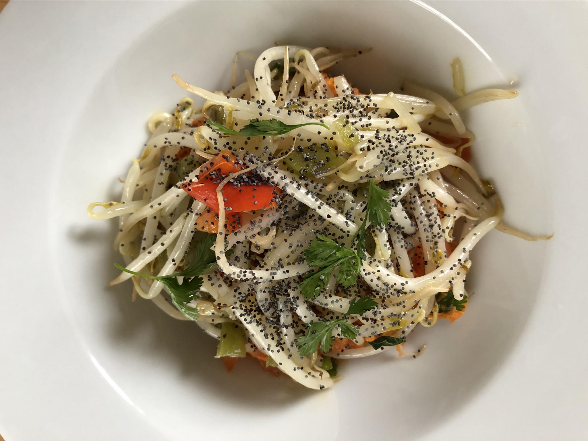 Salade ensoleillée : soja, poivrons et carottes