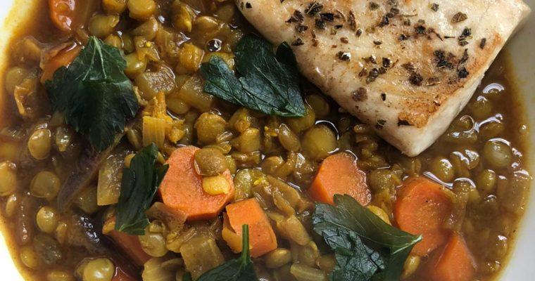 Lentilles blondes épicées, carottes et poisson